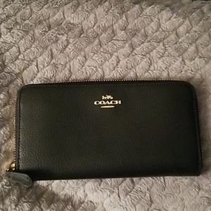 Coach Medium Zip Around Wallet in black NWOT